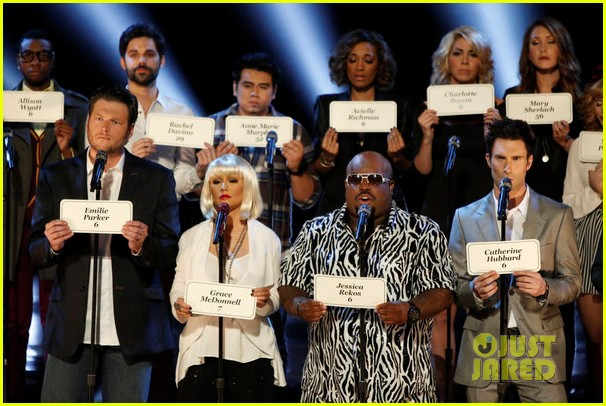 [Video+Fotos] [The Voice 3] Episodio 31: Live Final Performances Show (Completo) [17/Dic/12] The-voice-tributes-newtown-shooting-victims-with-hallelujah-07