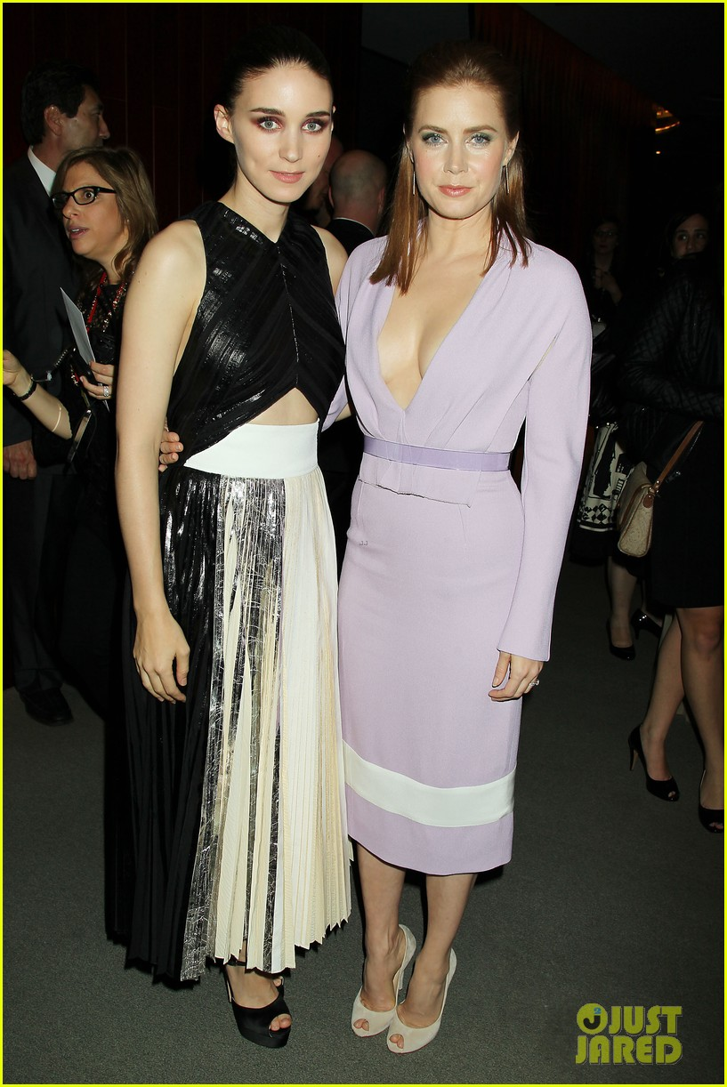 ¿Cuánto mide Rooney Mara? - Real height Amy-adams-joaquin-phoenix-her-premiere-at-nyff-03