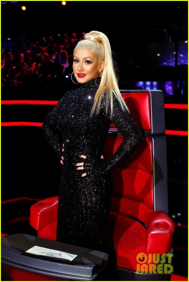 Tema Oficial - The Voice Temporada 8 - Página 5 The-voice-judges-honor-bb-king-on-season-finale-03