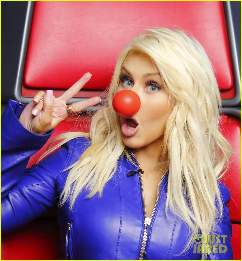 Tema Oficial - The Voice Temporada 8 - Página 5 Kim-kardashian-more-support-red-nose-day-13