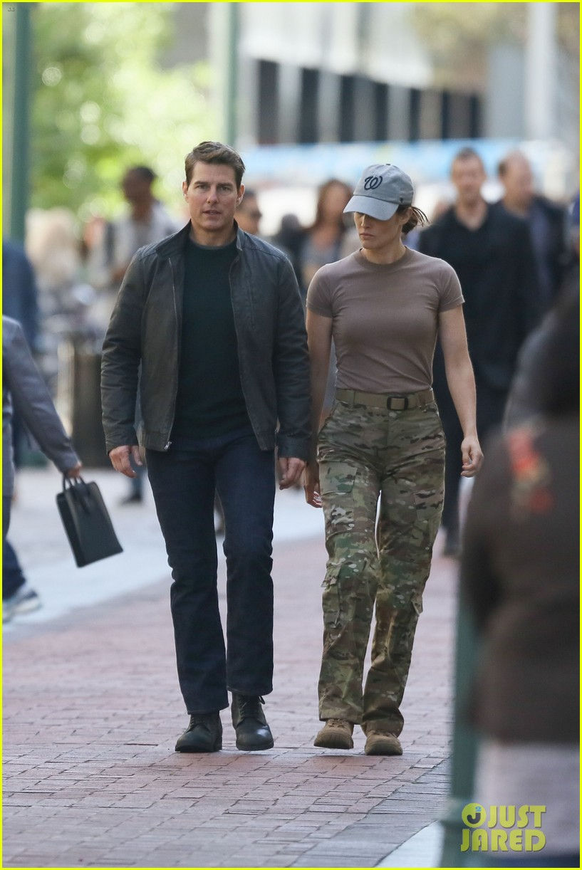 ¿Cuánto mide Cobie Smulders? Tom-cruise-runs-for-his-life-on-jack-reacher-2-set-09