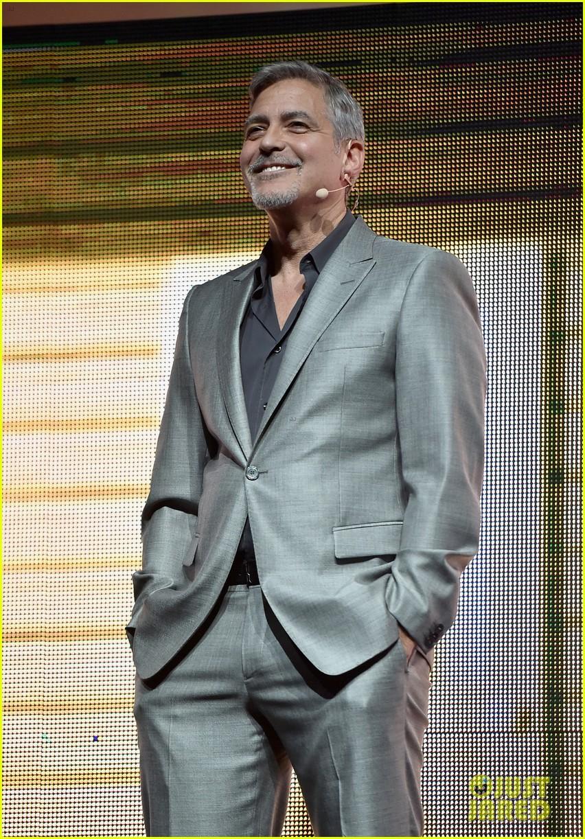 George Clooney at CinemaCon presenting Suburbicon George-clooney-julianne-moore-matt-damon-cinemacon-2017-09