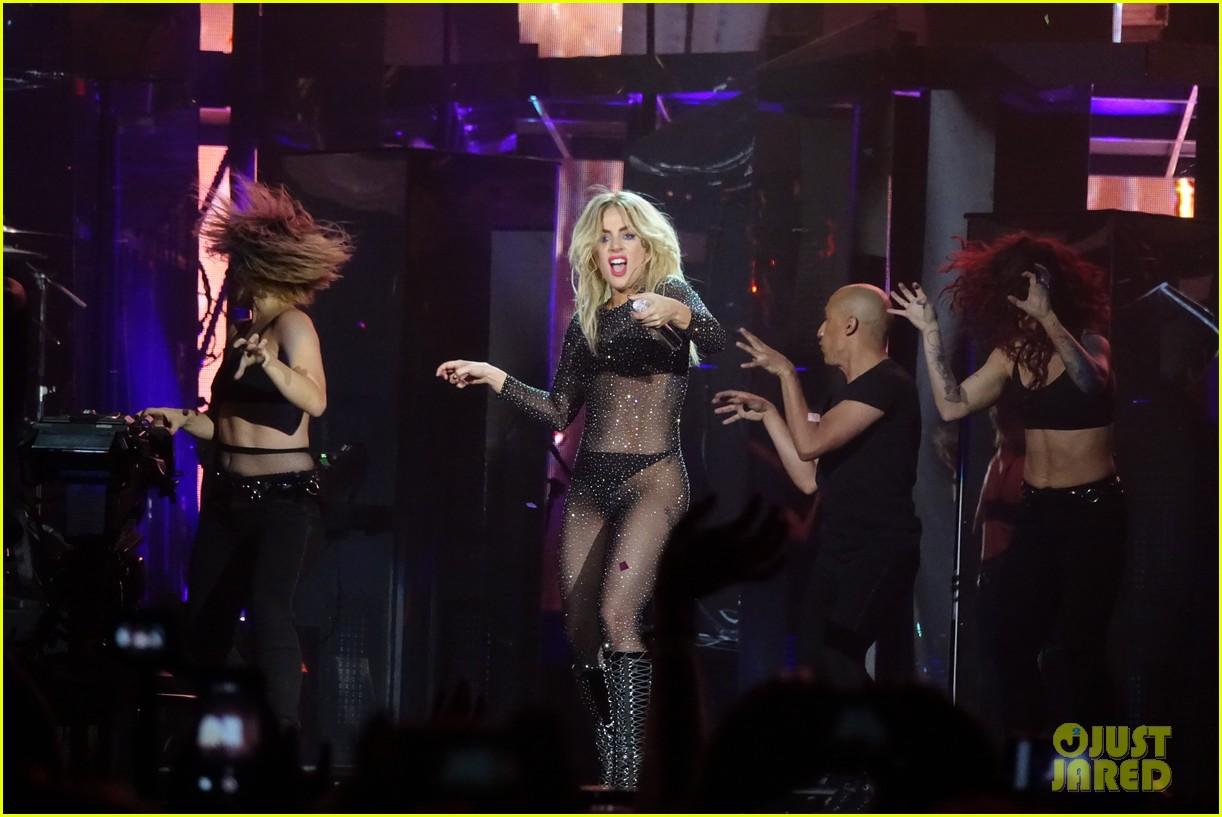 GloriaGaynor - Lady Gaga - Σελίδα 3 Lady-gaga-coachella-fashion-05