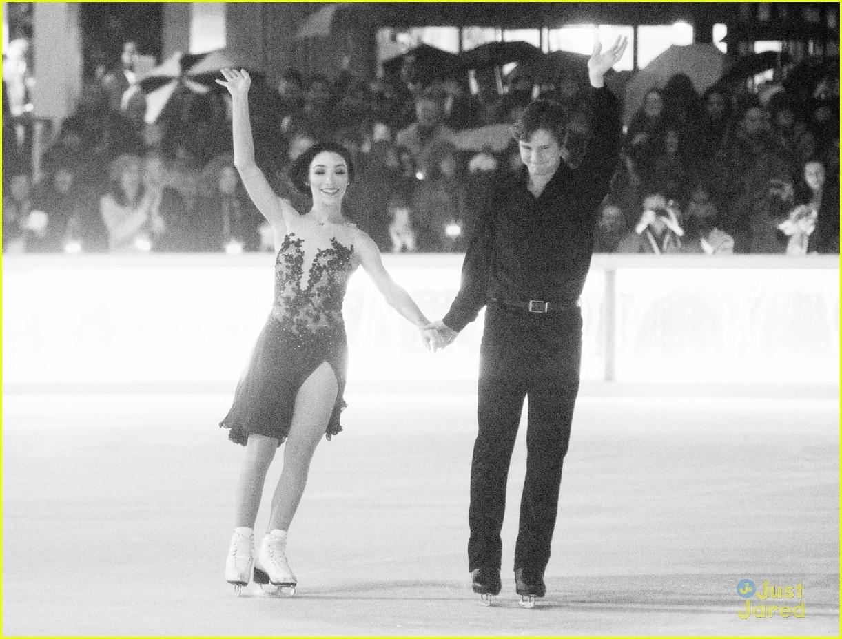 Мэрил Девис-Чарли Уайт - Страница 2 Meryl-davis-charlie-white-ice-dance-in-rain-02