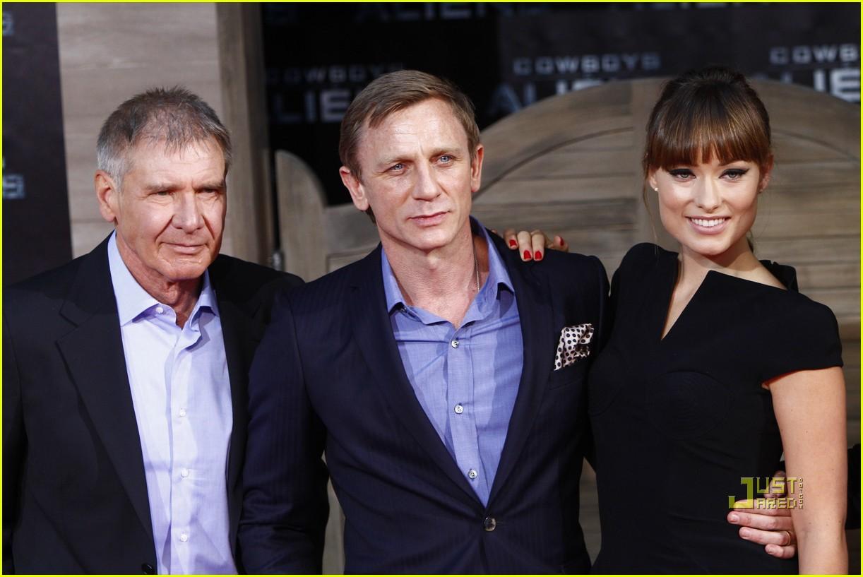 ¿Cuánto mide Daniel Craig? - Altura - Real height Daniel-craig-harrison-ford-olivia-wilde-cowboys-aliens-berlin-premiere-01