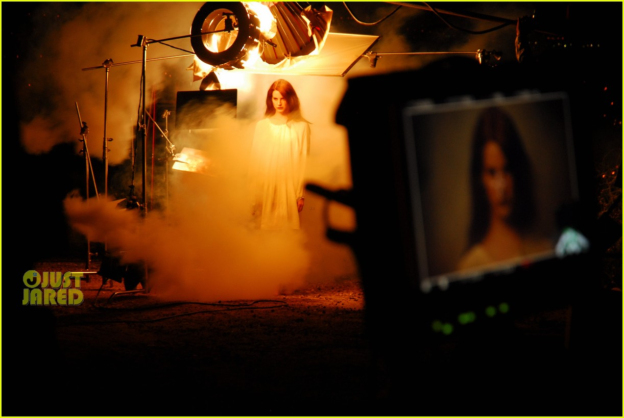 Videoclip >> Summertime Sadness Lana-del-rey-summertime-sadness-preview-01