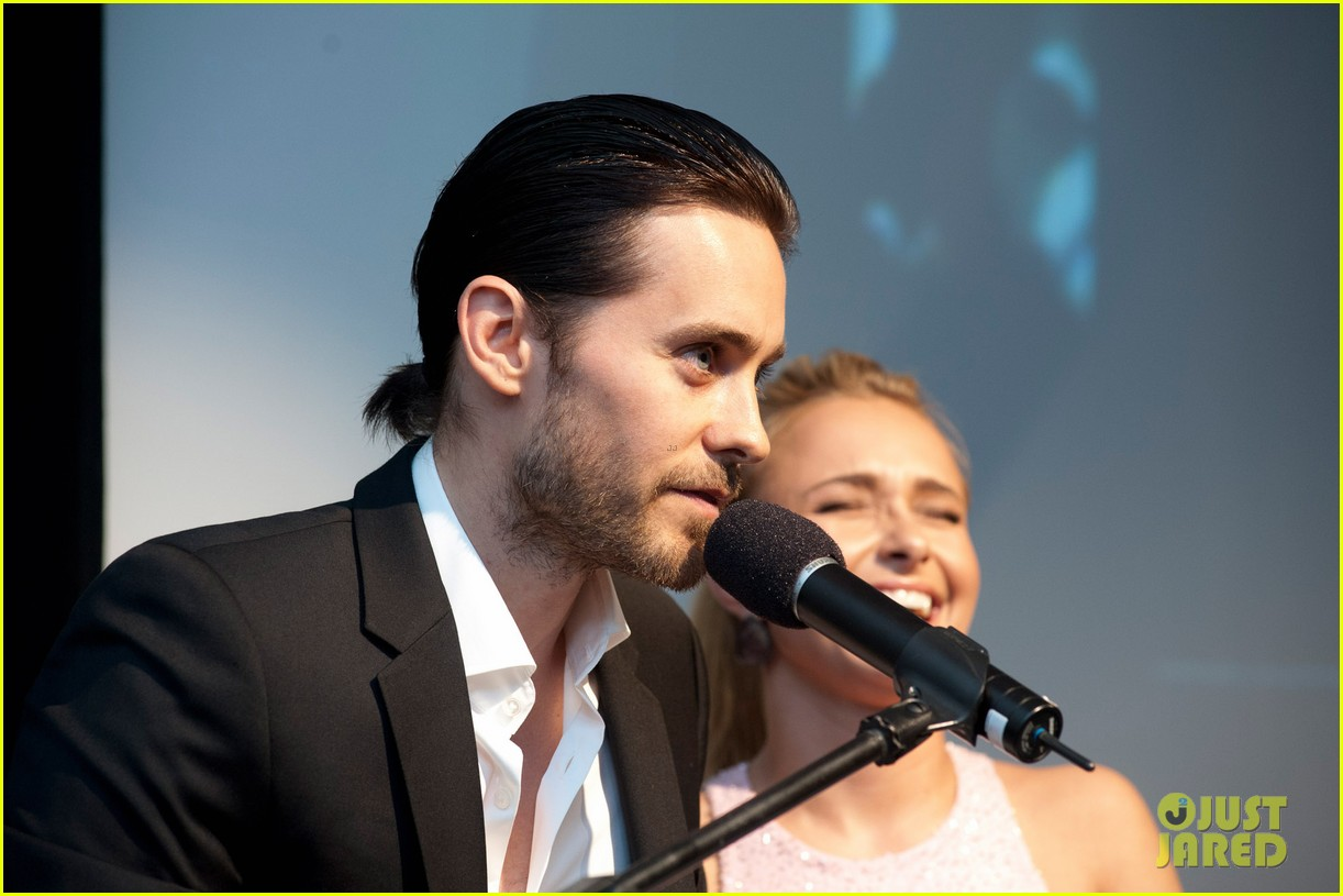 Jared Leto at the WildAid Charity Gala / 11 mai 2012 Jared-leto-hayden-panettiere-wildaid-charity-gala-15