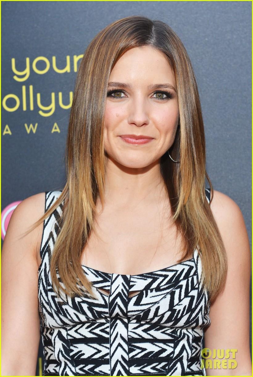 Slike Sophie-Brooke - Page 6 Sophia-bush-young-hollywood-awards-ginnifer-goodwin-09