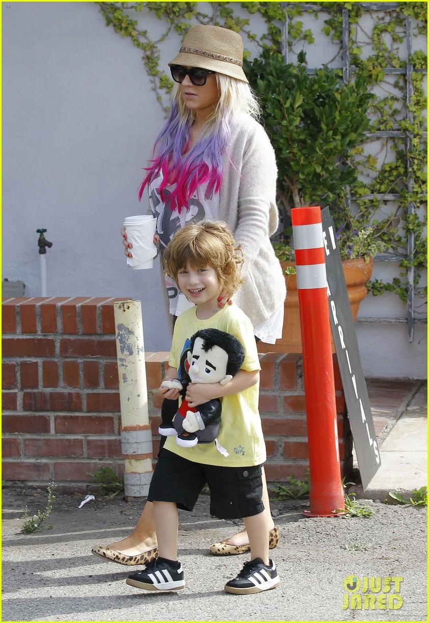 [Fotos] Christina Aguilera y Matthew Rutler: De compras con Max! (Sabado 6 octubre) Christina-aguilera-matthew-rutler-shopping-with-max-26
