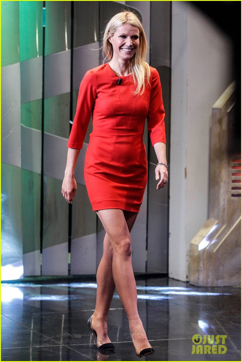 Gwyneth Paltrow / Гвинет Пэлтроу - Страница 4 Gwyneth-paltrow-boss-fragrance-launch-madrid-05