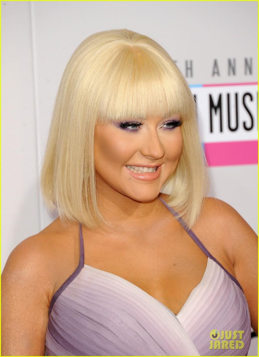 [Tema Oficial] Christina Aguilera en los AMAs 2012 Christina-aguilera-amas-2012-red-carpet-04