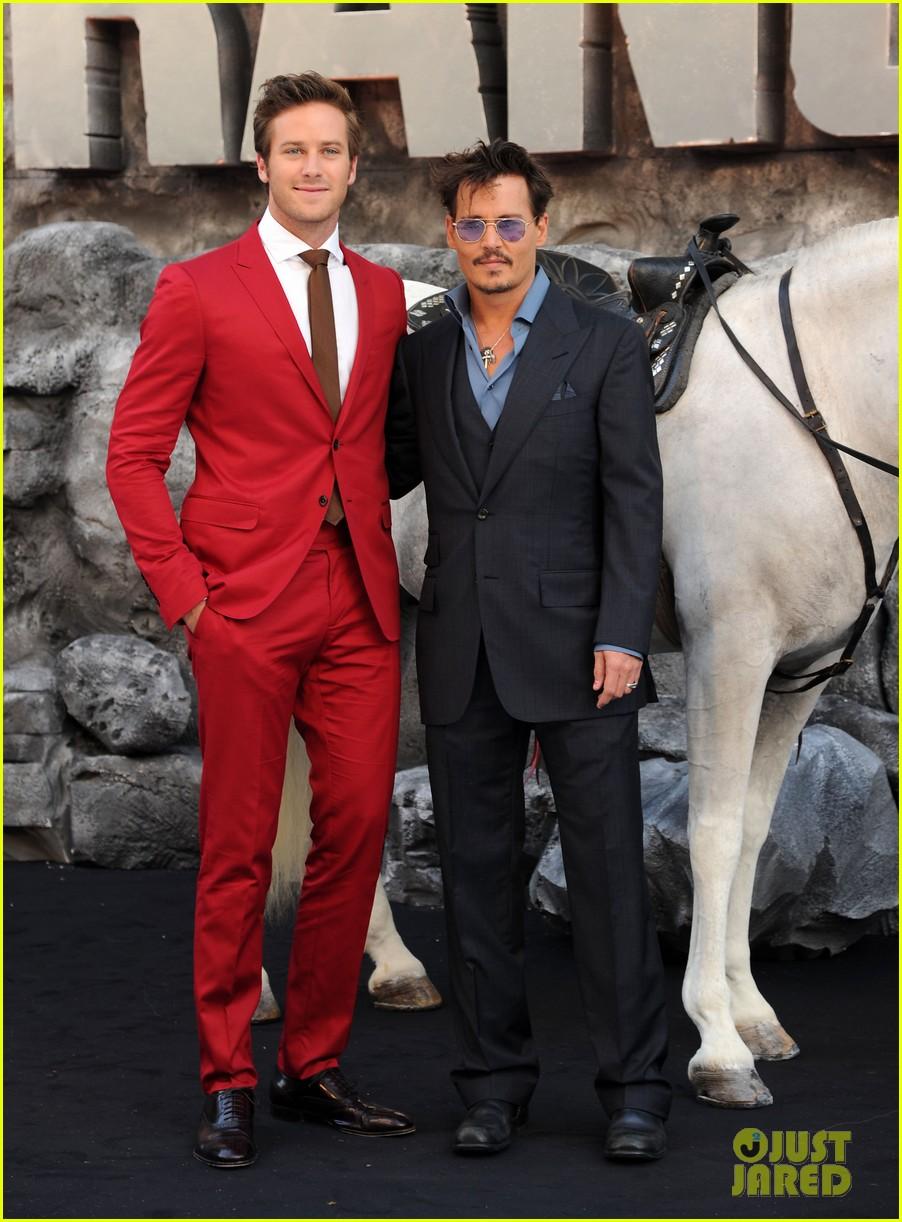 ¿Cuánto mide Johnny Depp? - Altura - Real height Johnny-depp-armie-hammer-lone-ranger-uk-premiere-08