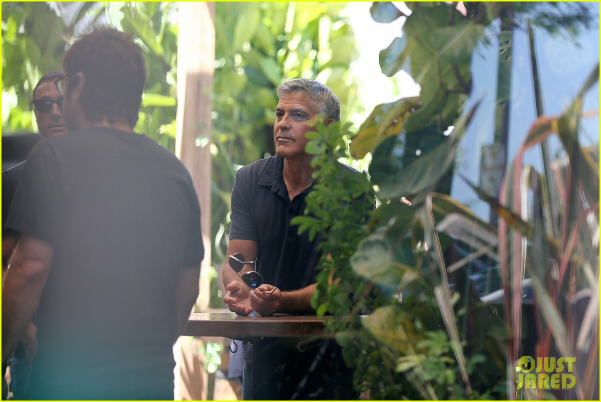 George Clooney & Amal Alamuddin Celebrate Their Engagement Surrounded By Celebrity Friends! George-clooney-celebrates-engagement-to-amal-alamuddin-surrounded-by-celebrity-pals-06