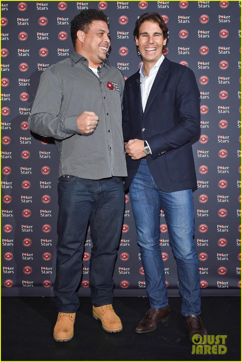 ¿Cuánto mide Ronaldo Nazario? - Estatura y peso - Real height and weight Rafael-nadal-beats-ronaldo-nazario-in-poker-match-for-charity-15