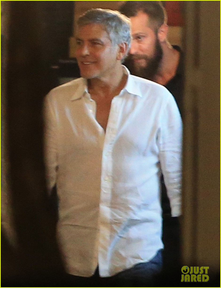 George Clooney, Amal, Rande and Cindy Gerber at the Es Torrent restaurant in Ibiza 22. August 2015 George-amal-clooney-dinner-cindy-crawford-ibiza-40