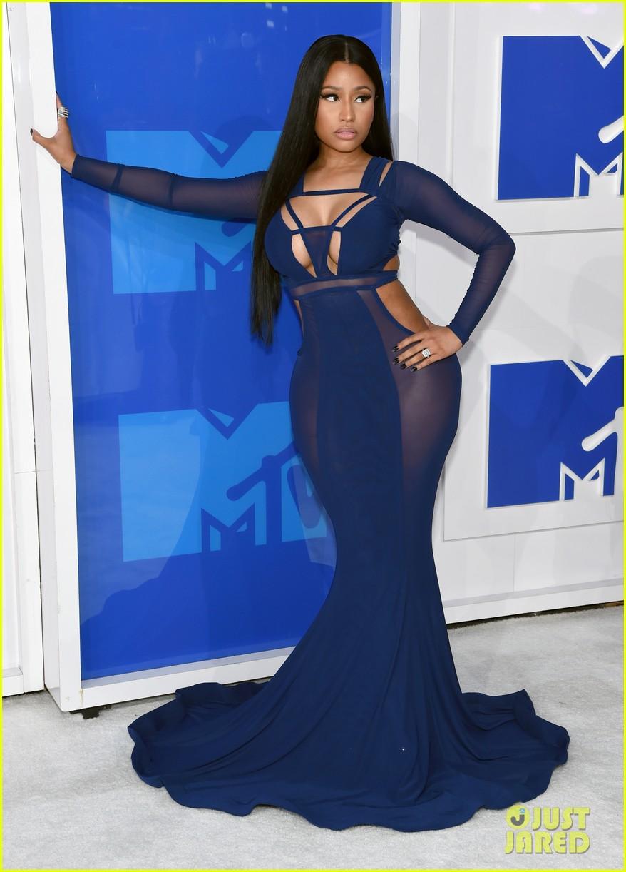 "Nicki Minaj >> álbum ""Queen"" - Página 3 Nicki-minaj-meek-mill-mtv-vmas-2016-01"