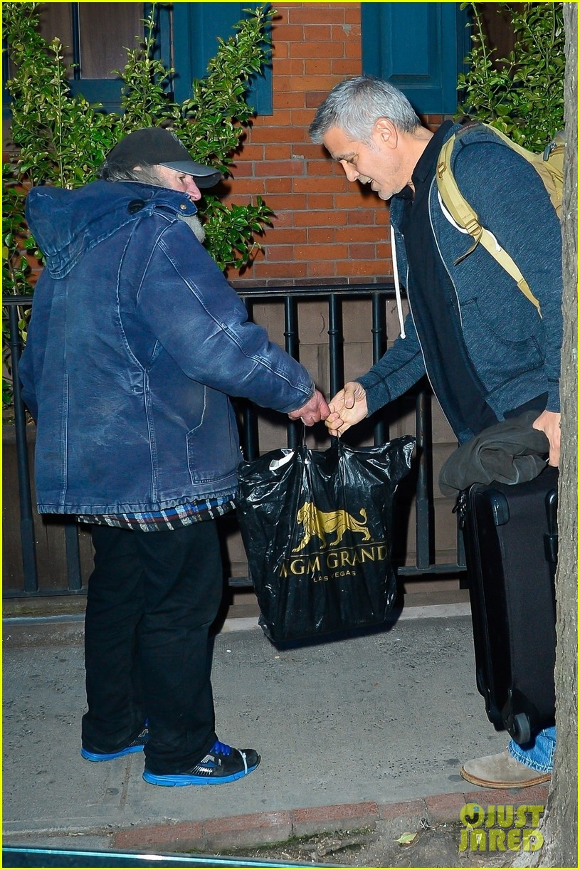 George Clooney Receives a Gift From Radioman on Sunday 8 April George-clooney-radio-man-april-2018-nyc-02