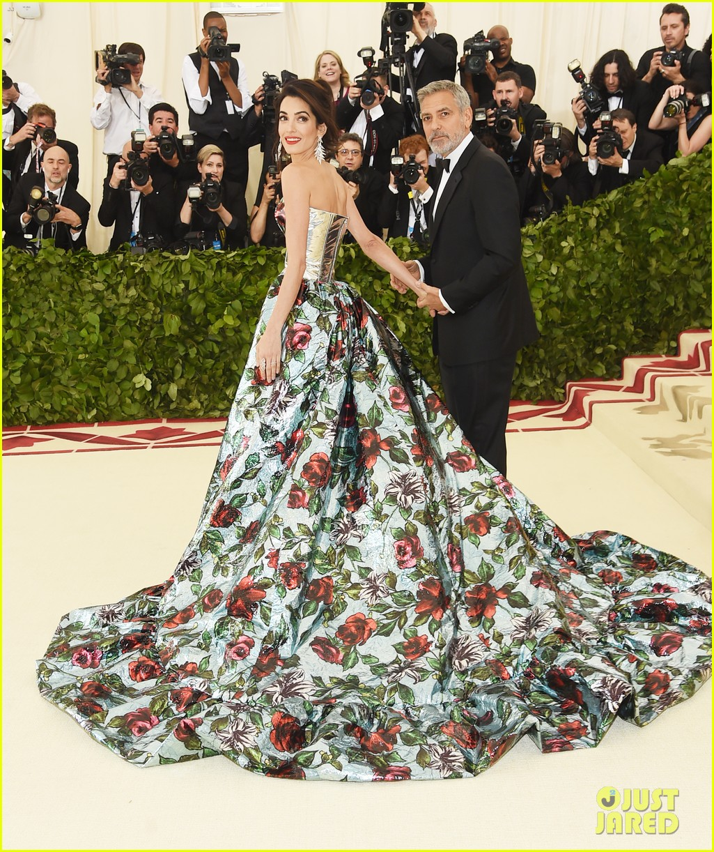 George and Amal at Met Gala Amal-clooney-george-clooney-met-gala-2018-02