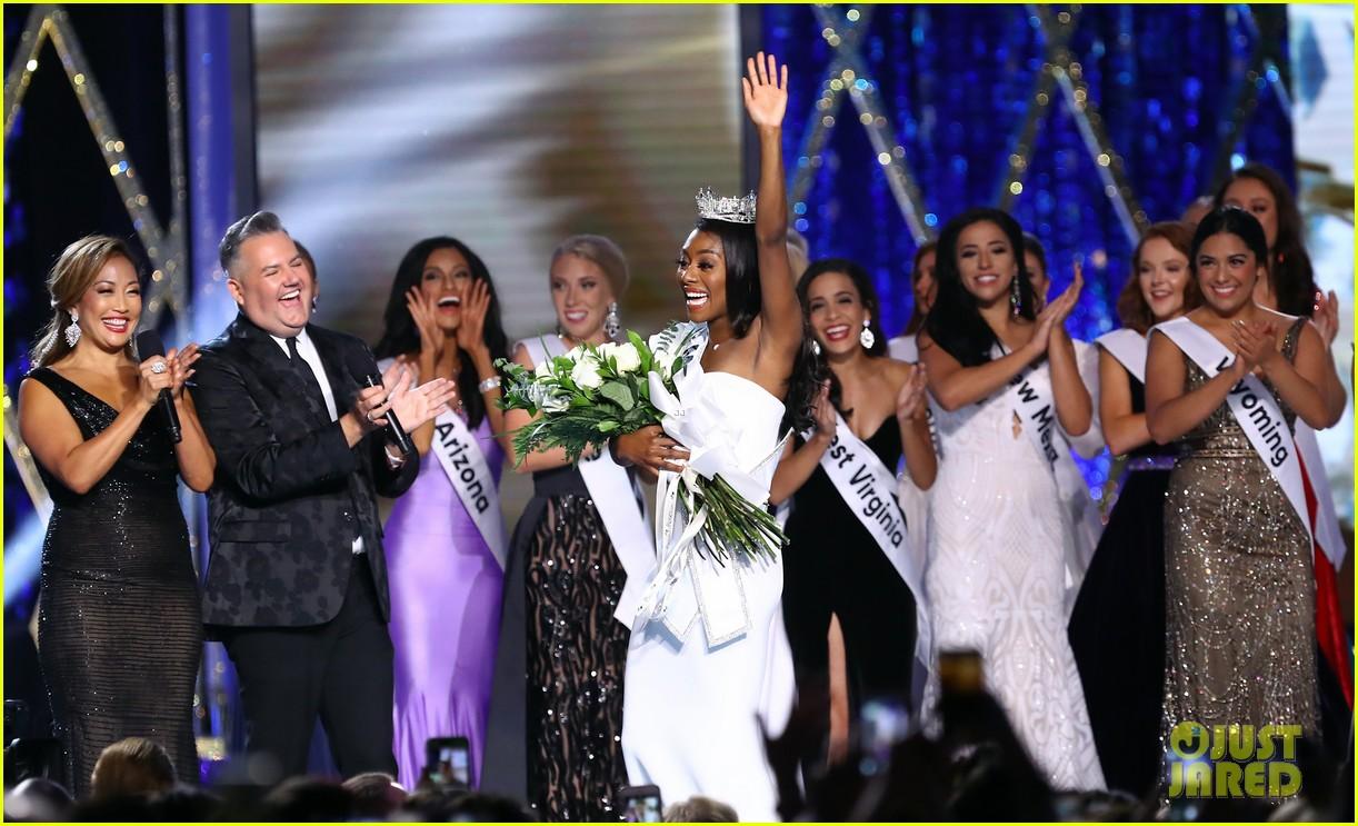 nia imani franklin, miss america 2019. - Página 2 Miss-america-2019-new-york-nia-imani-franklin-18
