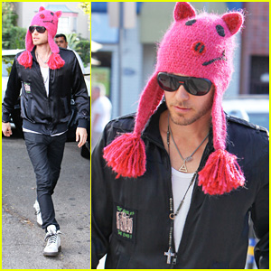 Atlantis Match. - Page 6 Jared-leto-pink-pig-beanie