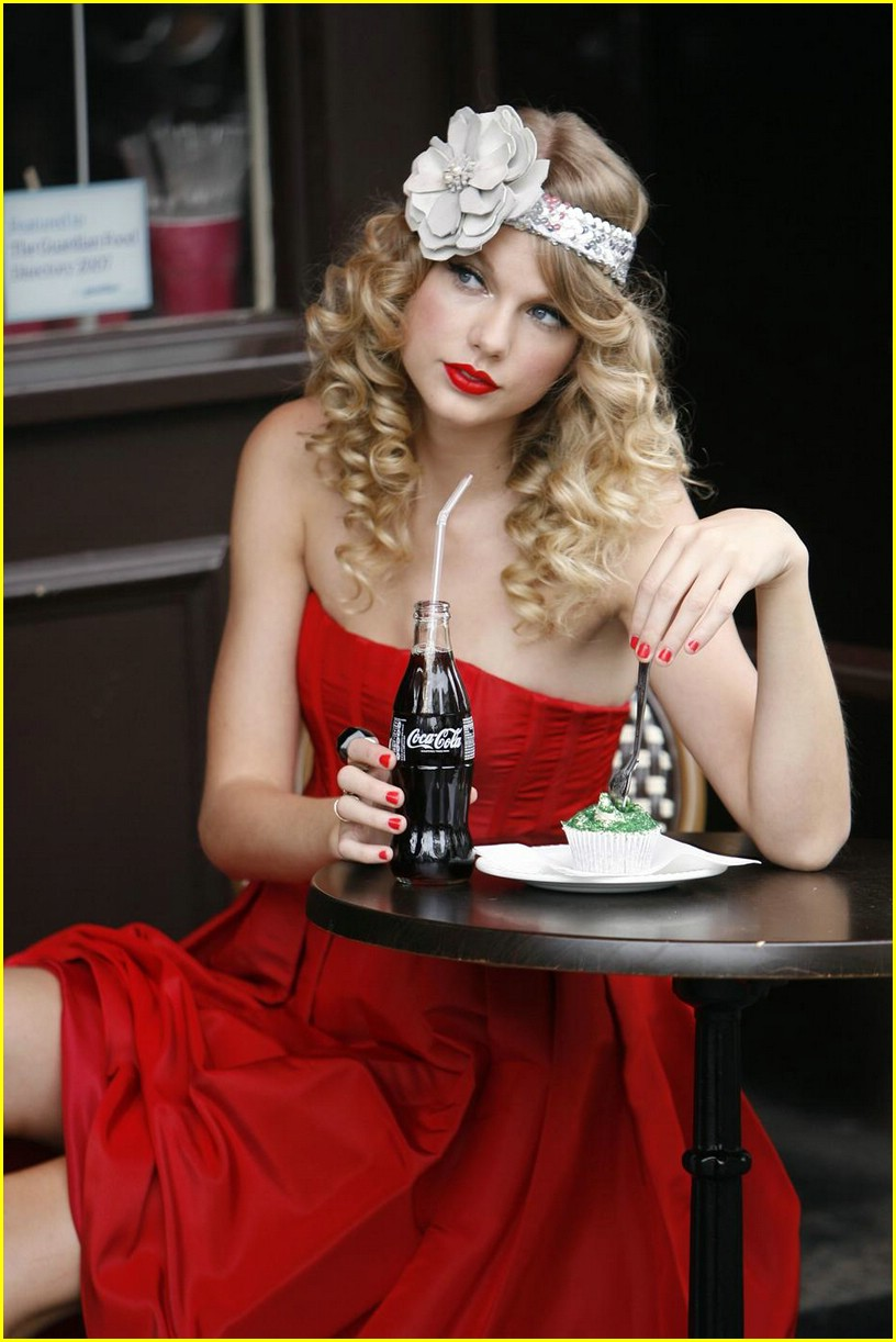 Taylor Swift Taylor-swift-coca-cola-cute-11