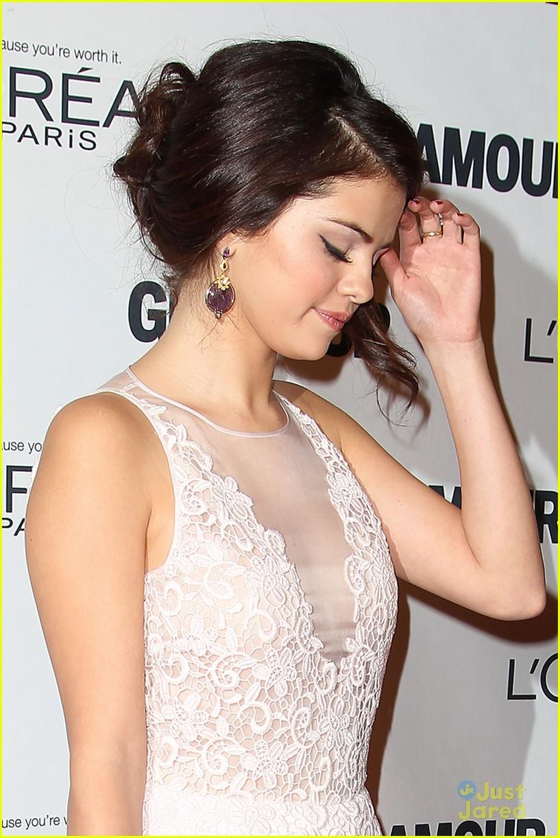 Selena Gomez - Σελίδα 14 Selena-gomez-glamour-event-nyc-04