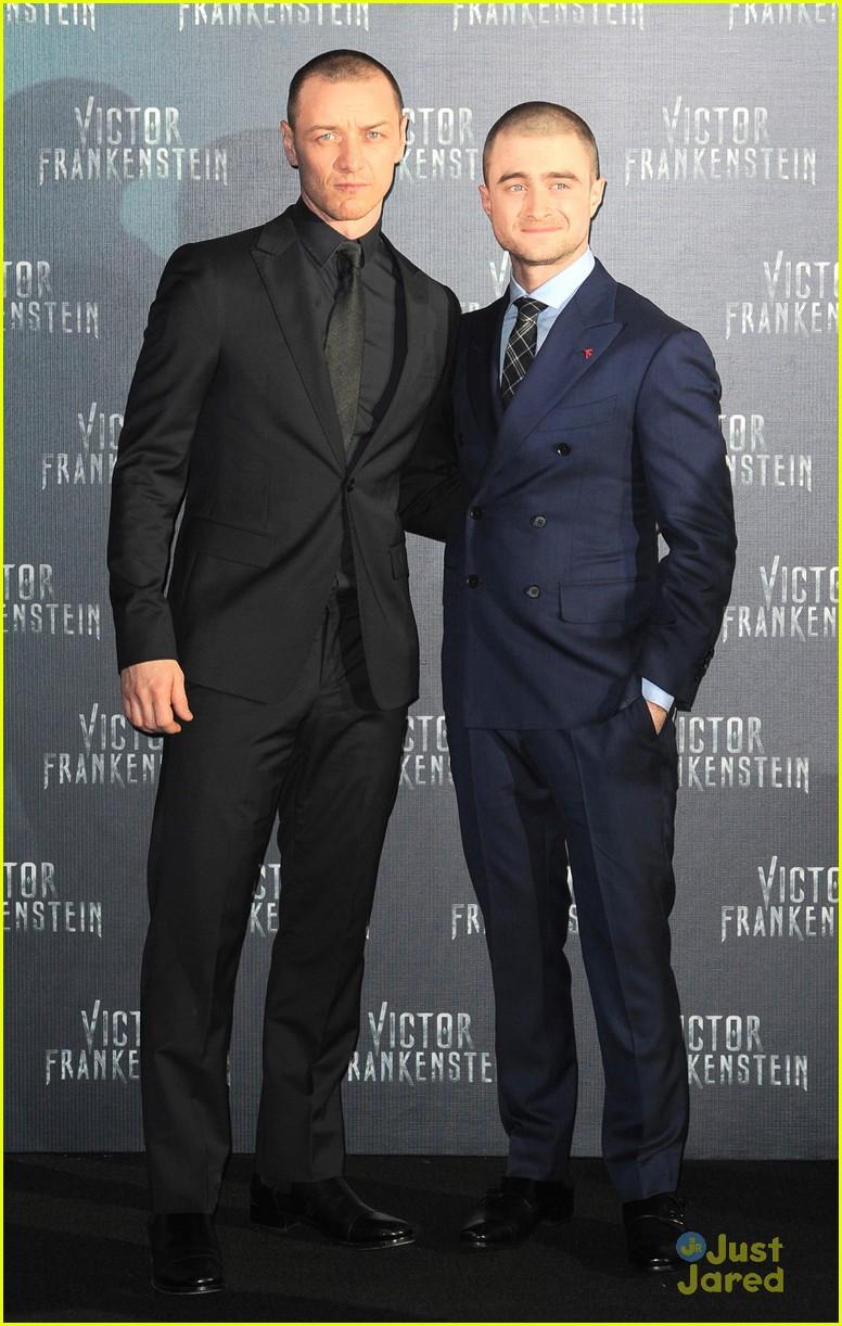 ¿Cuánto mide James McAvoy? - Altura - Real height Daniel-radcliffe-james-mcavoy-frankenstein-mexico-premiere-21