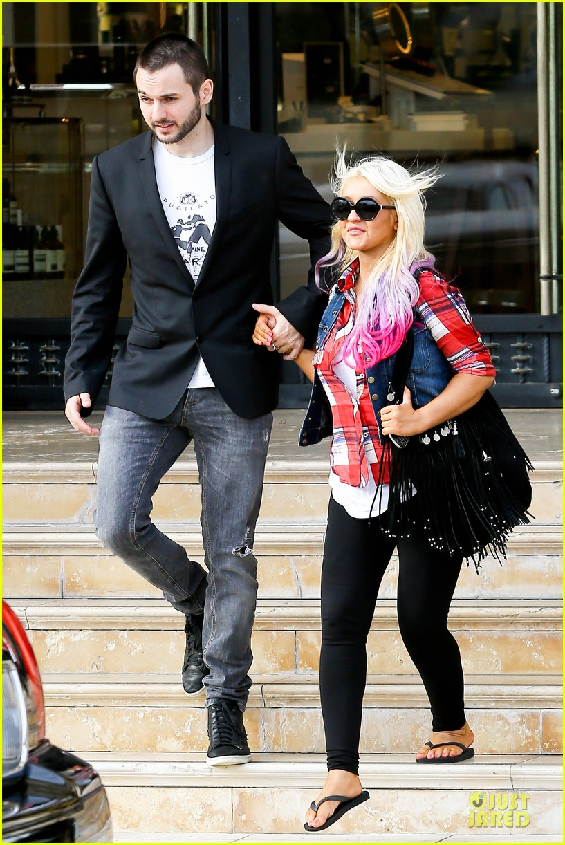 [Fotos] Christina Aguilera -  Beverly Hills 09/10/2012 Christina-aguilera-american-music-award-performer-01