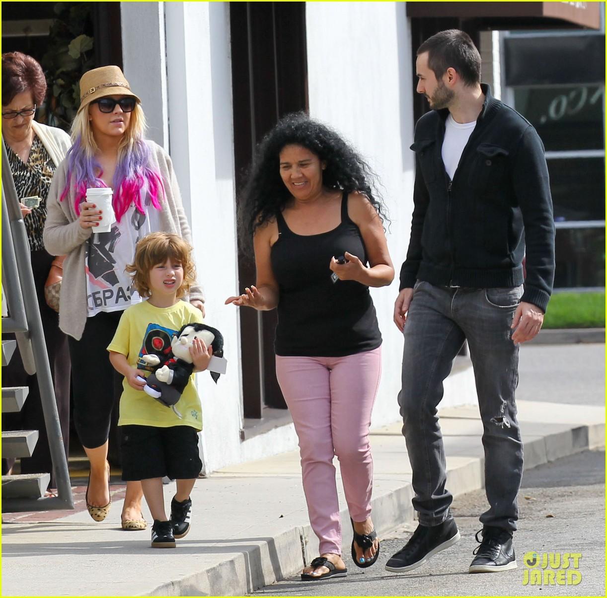 [Fotos] Christina Aguilera y Matthew Rutler: De compras con Max! (Sabado 6 octubre) Christina-aguilera-matthew-rutler-shopping-with-max-29