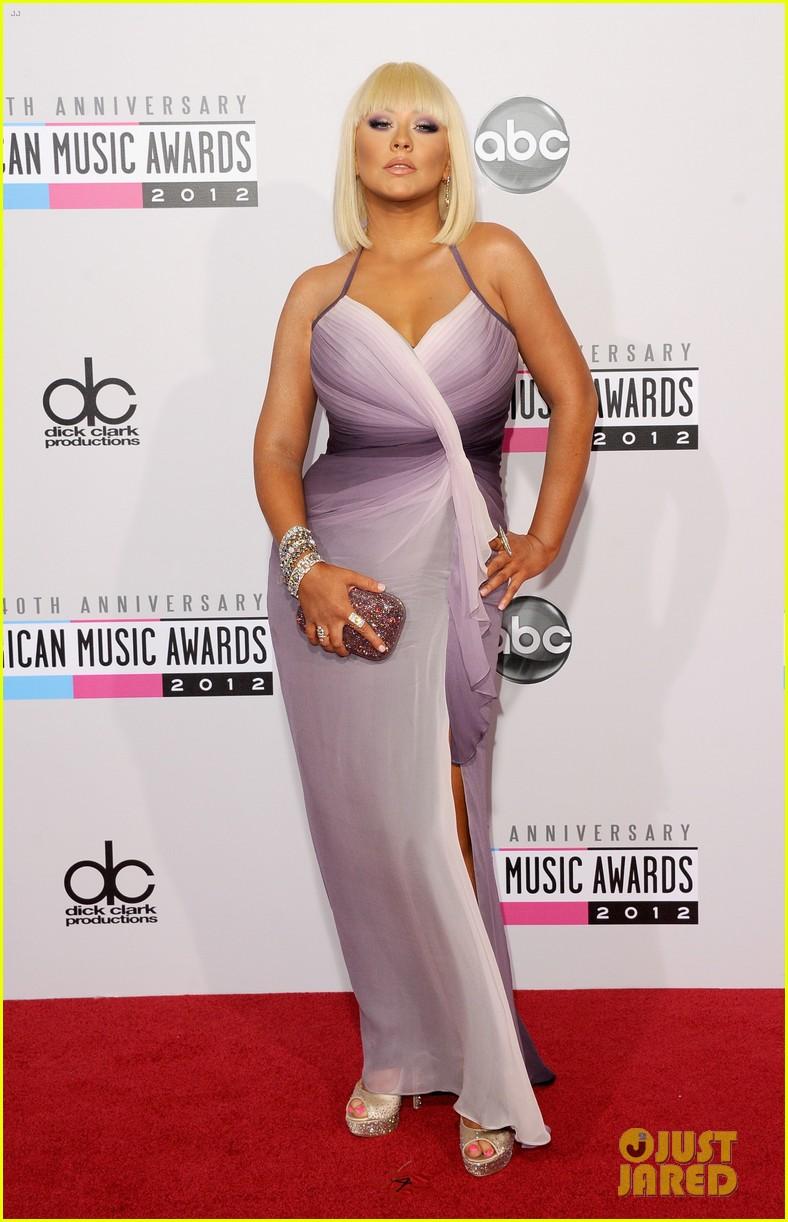 [Tema Oficial] Christina Aguilera en los AMAs 2012 Christina-aguilera-amas-2012-red-carpet-01