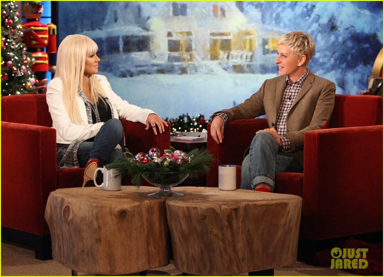 [Videos+Fotos] Christina Aguilera en el Show de Ellen DeGeneres 2012 - Página 3 Christina-aguilera-im-comfortable-in-my-own-body-skin-01