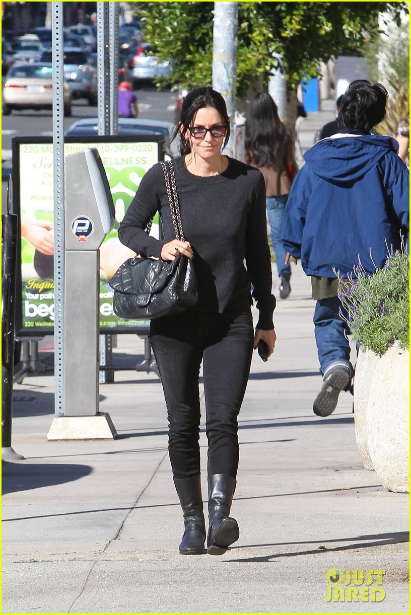 Courteney Cox | Кортни Кокс - Страница 4 Courteney-cox-cougar-town-filming-02