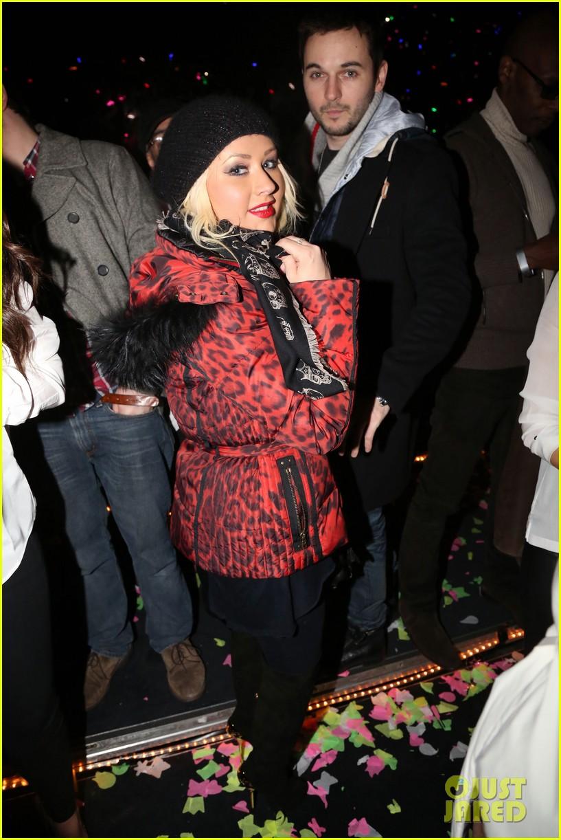 [Video] Christina Aguilera en el Especial de fin de año con Carson Daily Christina-aguilera-harry-styles-jay-z-new-years-eve-concert-02
