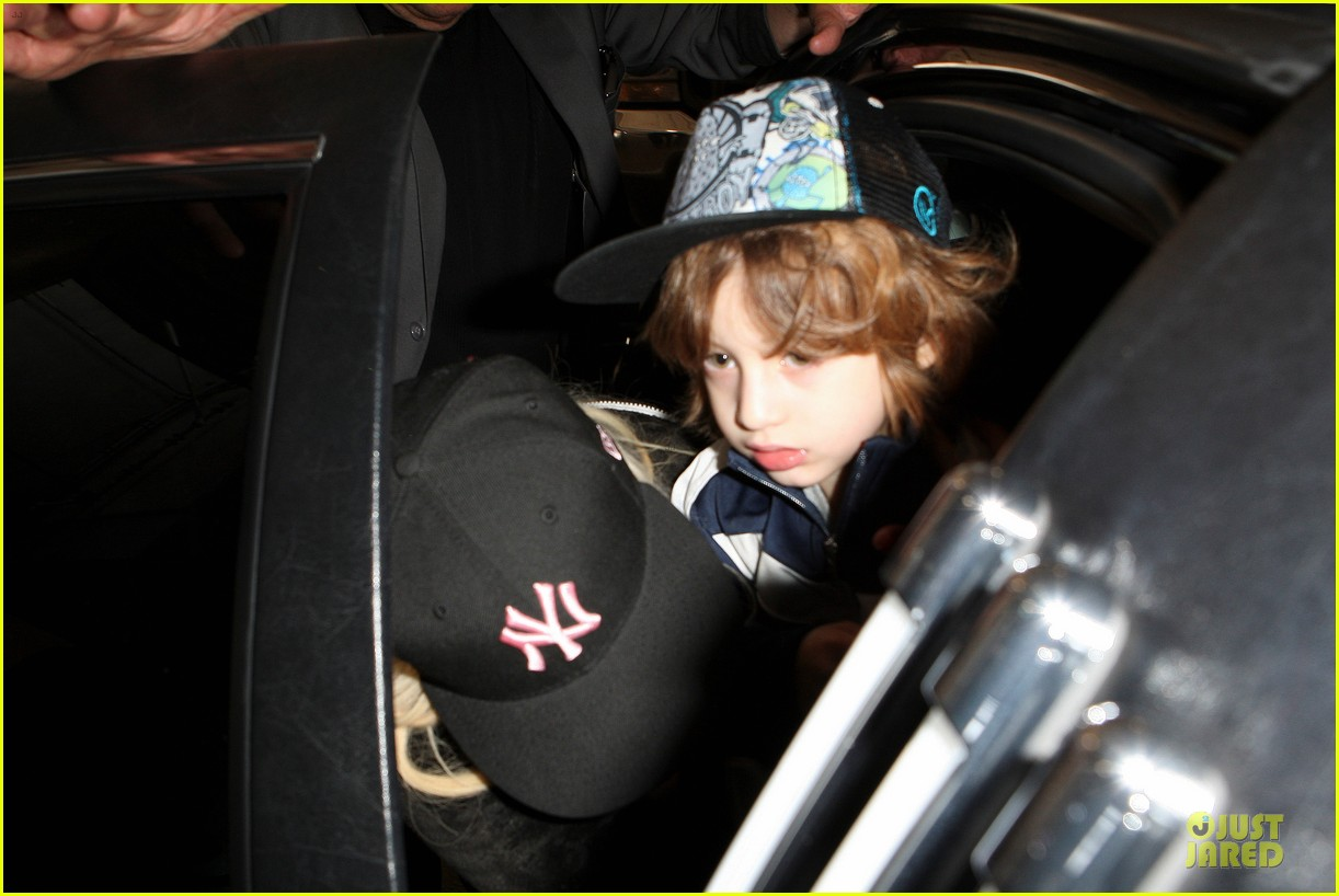 [Fotos] Christina Aguilera Llegando al Aeropuerto de LAX! (2/04/13) Christina-aguilera-max-lax-arrival-after-tokyo-heaven-11