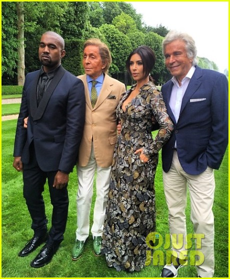 E' LA STAMPA  BELLEZZA!!!!!!! - Pagina 5 Kim-kardashian-kanye-west-celebrate-pre-wedding-lunch-with-valentino-her-entire-family-01