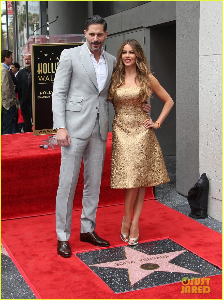 Sofia Vergara y su estrella en el paseo de la fama!  Sofia-vergara-hollywood-walk-of-fame-08
