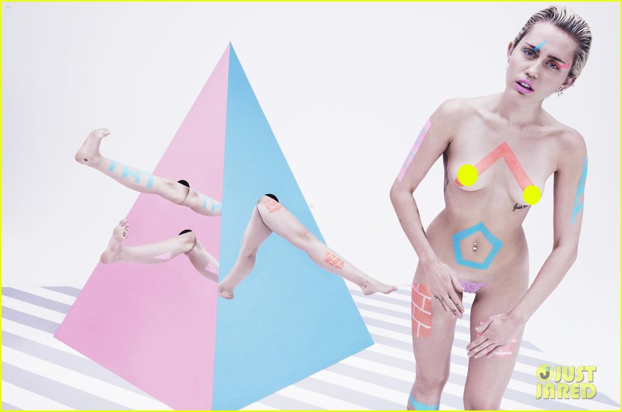 La cochina de Miley Cyrus posa para PAPER MAGAZINE. Miley-cyrus-completely-naked-paper-magazine-06