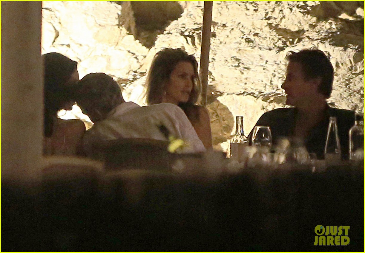 George Clooney, Amal, Rande and Cindy Gerber at the Es Torrent restaurant in Ibiza 22. August 2015 George-amal-clooney-dinner-cindy-crawford-ibiza-42
