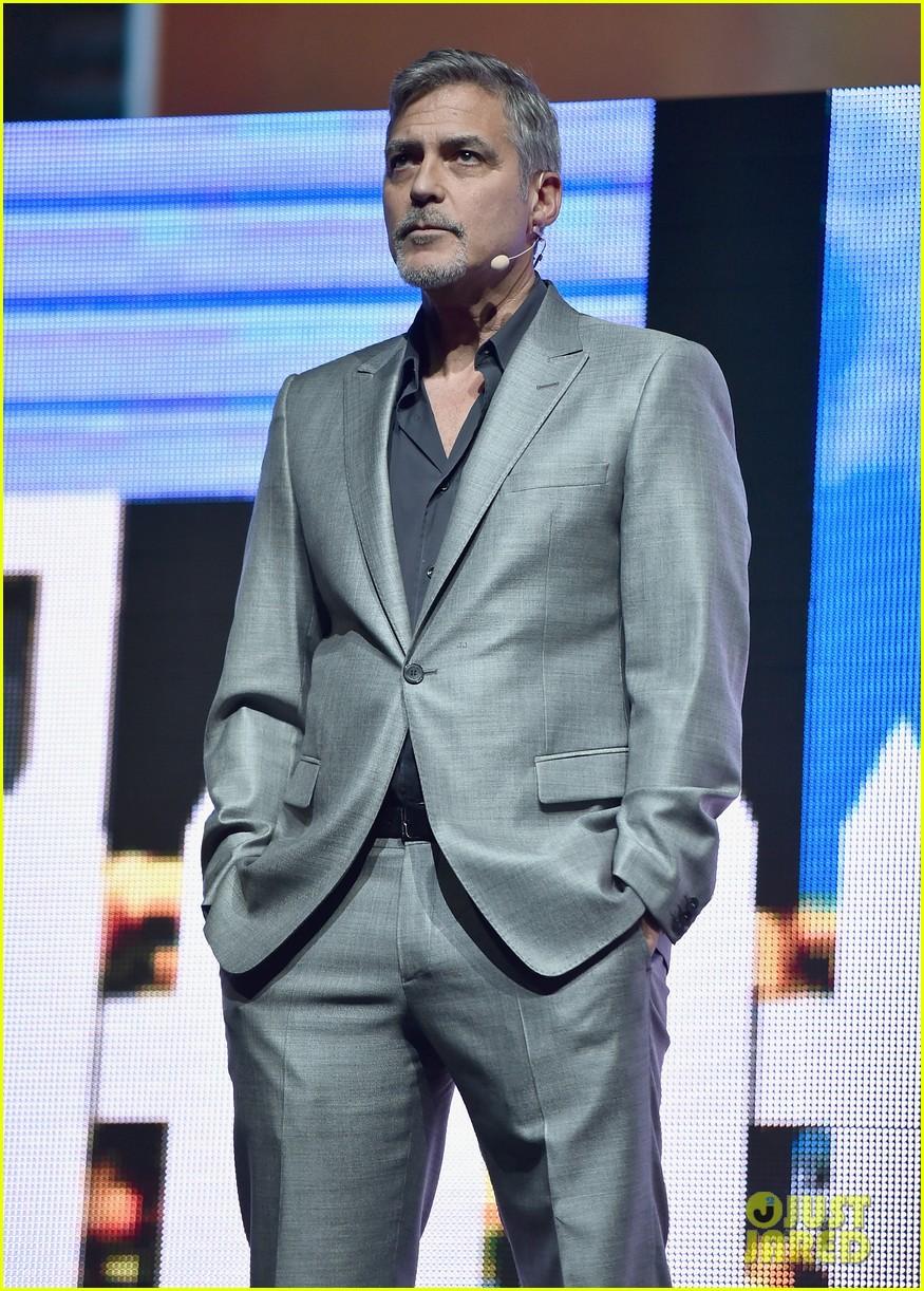 George Clooney at CinemaCon presenting Suburbicon George-clooney-julianne-moore-matt-damon-cinemacon-2017-08