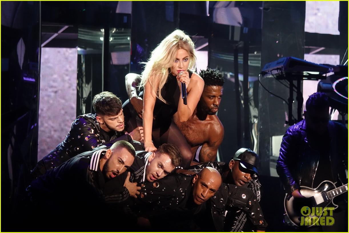 GloriaGaynor - Lady Gaga - Σελίδα 3 Lady-gaga-coachella-fashion-04
