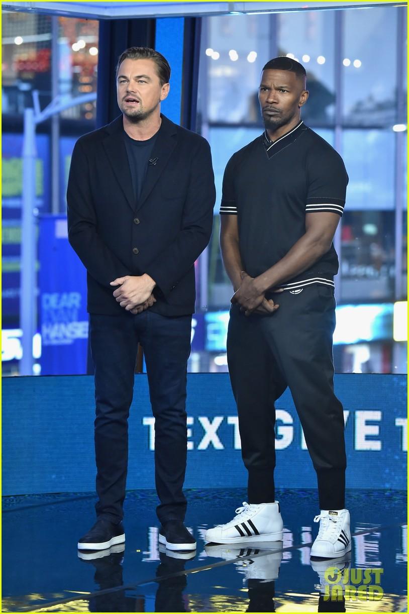 ¿Cuánto mide Jamie Foxx? - Altura - Real height Leonardo-dicaprio-jamie-foxx-hand-in-hand-telethon-02