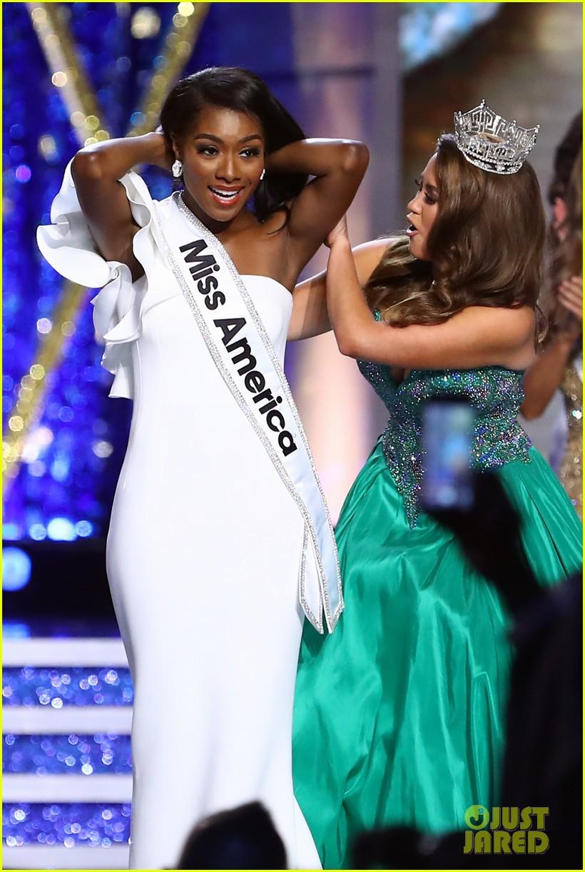 nia imani franklin, miss america 2019. - Página 3 Miss-america-2019-new-york-nia-imani-franklin-31