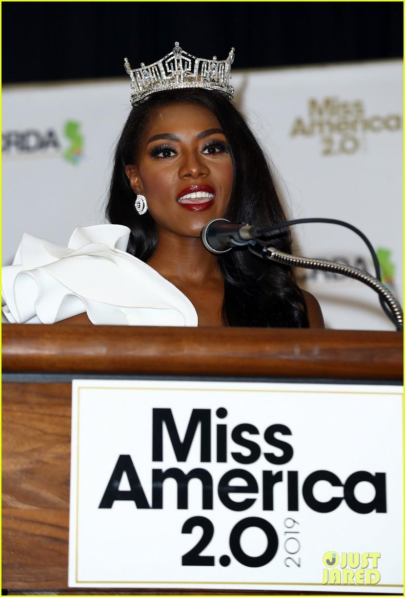 nia imani franklin, miss america 2019. - Página 3 Miss-america-2019-new-york-nia-imani-franklin-39