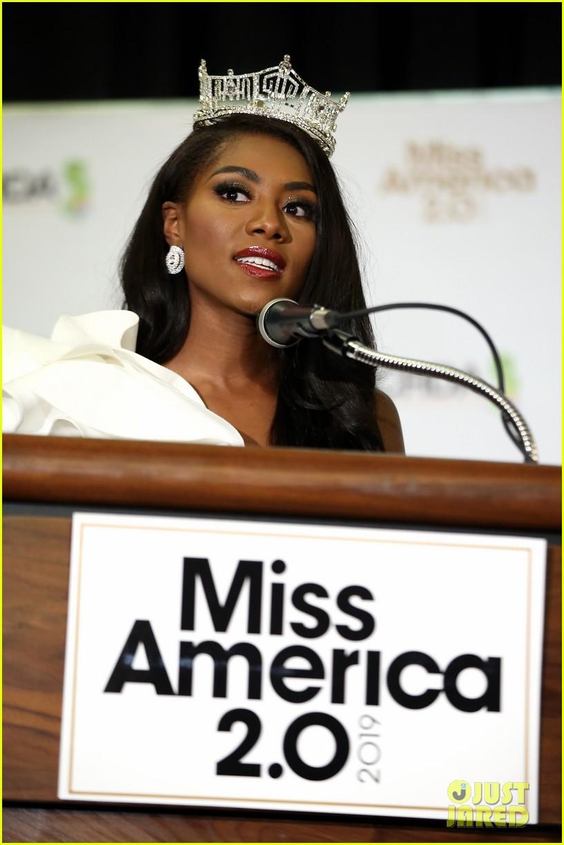 nia imani franklin, miss america 2019. - Página 3 Miss-america-2019-new-york-nia-imani-franklin-43