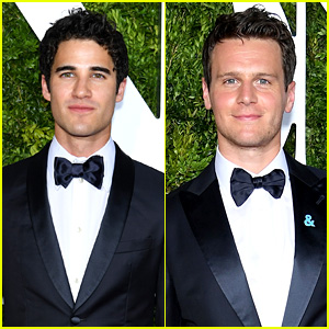 shedalittlelight - Darren's Miscellaneous Projects and Events for 2017 - Page 2 Darren-criss-jonathan-groff-tony-awards-2017