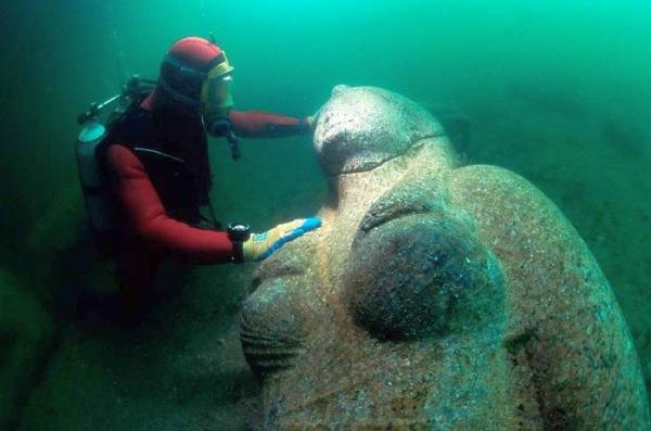Ancient City Discovered Underwater Solves Enigma That Puzzled Egyptologists For Years Underwater-statues4
