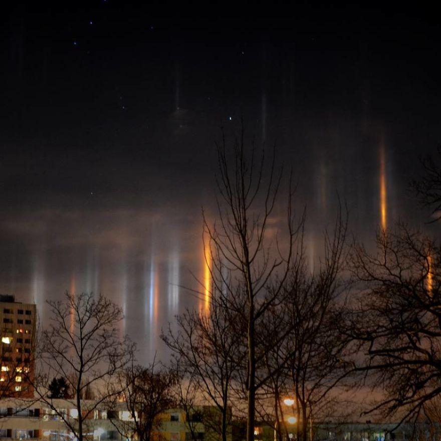 "Photographer Captures Amazing ""Pillars Of Light"" 10"