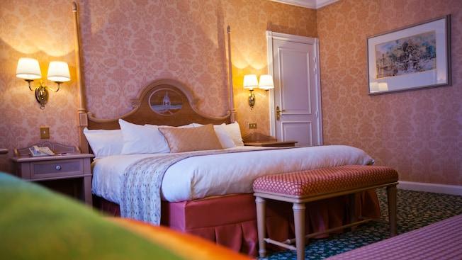 Castle Club al Disneyland Hotel N019112_2021sep01_disneyland-hotel-castle-club-park-view-rooms-for-two-people_16-9