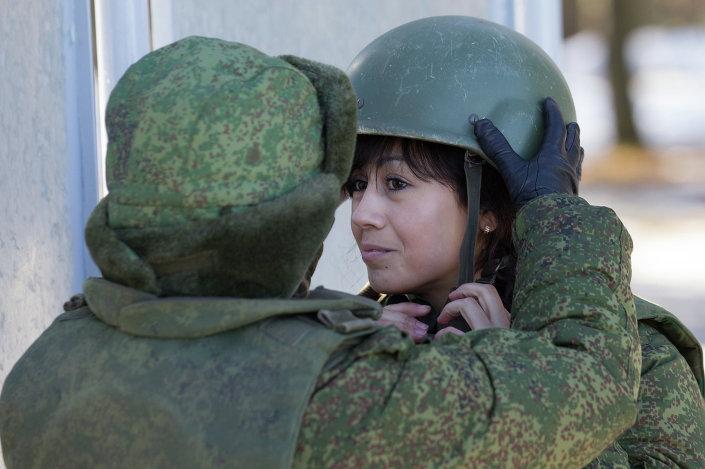 بالصور : 5 اسباب تدفع الفتيات للالتحاق بالجيش الروسى   1013651254