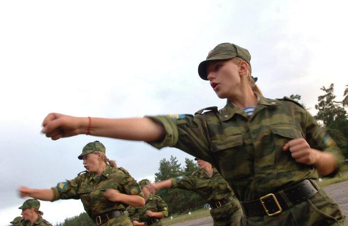 بالصور : 5 اسباب تدفع الفتيات للالتحاق بالجيش الروسى   1013652904